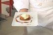Pomme caramélisée au sukiyaki et montée comme une tarte Tatin