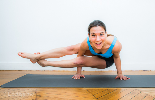 posture de yoga posture de l quilibre pli en 8 ou astavakrasana diaporama forme doctissimo. Black Bedroom Furniture Sets. Home Design Ideas