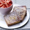 Le pain perdu et sa salade de fraises de France
