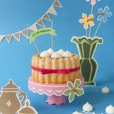 Charlotte vanille, deux chocolats et son croustillant de meringues