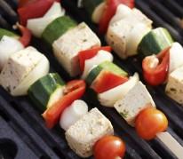 Brochettes de légumes et tofu à la sauce yaourt