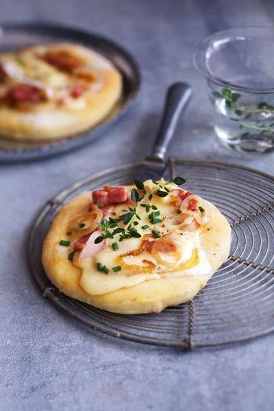 mini pizza au vacherin mont d or aoc recette de mini pizza au vacherin mont d or aoc doctissimo