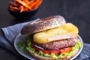 burger-suisse-au-raclette-du-valais-aoc-et-ses-frites-de-patates-douces