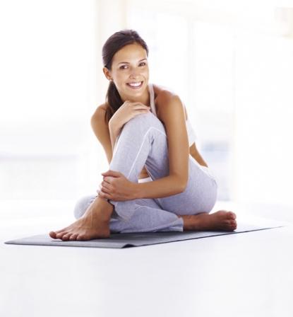 posture de yoga d couvrez 60 positions de yoga expliqu es en photos diaporama forme doctissimo. Black Bedroom Furniture Sets. Home Design Ideas