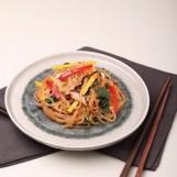 Japchae, vermicelles sautés à la viande et aux légumes