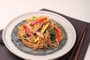 japchae-vermicelles-sautes-a-la-viande-et-aux-legumes
