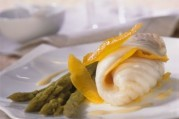 filet-de-turbot-label-rouge-a-la-vapeur-asperges-vertes-sauce-mousseuse-aux-agrumes