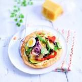 Tarte fine de légumes grillés, crème de Sbrinz AOC au basilic