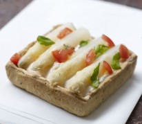 tarte-asperge-des-sables-des-landes-igp-mousse-tomate-basilic
