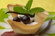 tulipes-de-cerises-au-bois-de-reglisse-creme-vanillee