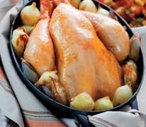 poulet-en-cocotte-aux-echalotes-et-oignons-grelots