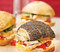 assortiment-de-minis-sandwichs-de-cuisses-de-dinde-rotie