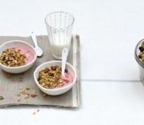granola-au-lassi-framboises-vanillees-et-fraises