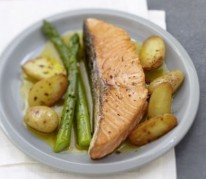 pave-de-saumon-ecossais-label-rouge-poelee-de-pommes-ratte-et-asperges-vertes-au-safran