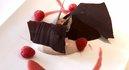 Tiramisu à la confiture de framboises avec des copeaux de chocolat