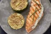 saumon-ecossais-label-rouge-grille-au-fromage-frais-et-a-la-ciboulette-courgettes-au-sesame