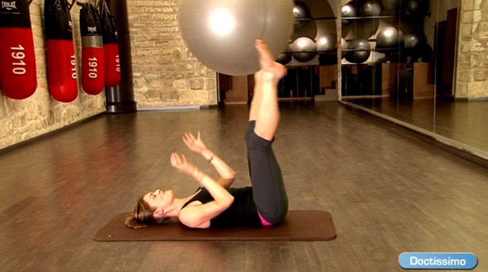 swiss ball exercices swiss ball gym avec ballon. Black Bedroom Furniture Sets. Home Design Ideas