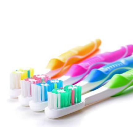 Les têtes de brosses à dents fourmillent généralement de germes