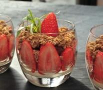 crumble-aux-fraises-ciflorette-label-rouge-par-michel-dussau
