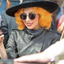 Lady-Gaga-jaune