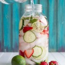 eau detox fraises, citron vert, concombre, menthe