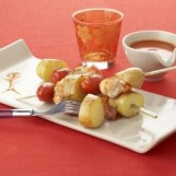 Brochettes de pommes de terre primeur aux crevettes et tomates cerise