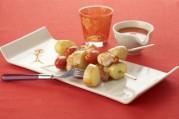 brochettes-de-pommes-de-terre-primeurs-aux-crevettes-et-tomates-cerise