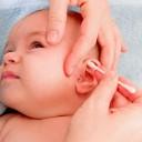 Nettoyer oreilles de bébé