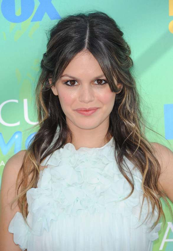 m ches blondes sur cheveux noirs le tie and dye de rachel bilson diaporama beaut doctissimo. Black Bedroom Furniture Sets. Home Design Ideas