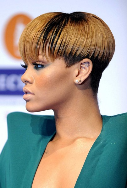 coiffure rihanna cheveux courts 2010 diaporama beaut doctissimo. Black Bedroom Furniture Sets. Home Design Ideas