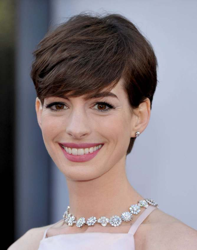 pixie cut anne hathaway coupe pixie anne hathaway. Black Bedroom Furniture Sets. Home Design Ideas