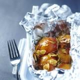 Papillote d'abricots au romarin et amandes grillées