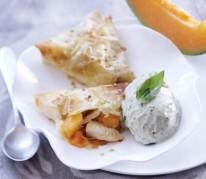 croustillant-de-poulet-et-melon-chaud-et-sa-creme-glacee-au-basilic