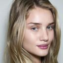 Maquillage nude Rosie Huntington Whiteley