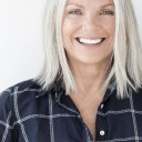 Cheveux-gris-femme-50-ans
