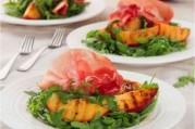 Salade de nectarines grillées, roquette et jambon de Parme