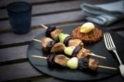 brochettes-d-agneau-aux-pruneaux-et-riz-safrane