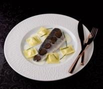 filet-de-bar-de-ligne-braise-au-champagne-raviolis-d-emmentaler-aoc-suisse-aux-truffes-noires