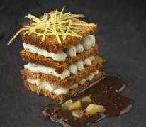millefeuille-de-pain-d-epices-au-roquefort-et-poire-caramel-poivre
