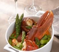 cocotte-de-homard-poche-aux-asperges-et-sa-nage-de-riesling