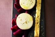 chavignol-sur-sa-rosace-de-betterave-et-son-shortbread-au-carvi