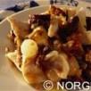 Pavé de cabillaud de norvège (skrei) à la poêlée d'oignons, amandes et langues, beurre fondu persillé