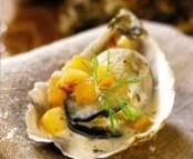 Huîtres aux pommes embeurrées et parfumées au Calvados