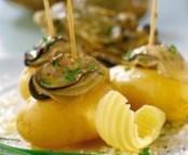 Huitres en cocktail sur pommes-de-terre de noirmoutier, ciboulette et beurre sale de guérande