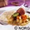 Morue de norvège légèrement salée jarret et os de porc légumes glacés sauce moutarde