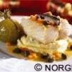 Morue de norvège séchée bouillie, tomates vertes en conserve de vinaigre, purée de pomme de terre, beurre de câpres et carottes