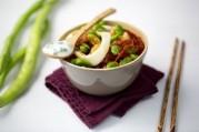 wok-de-calamars-poelee-de-feves-et-fromage-blanc-aille