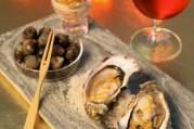 huitres-en-ecume-de-biere-gingembre-et-zestes-d-orange-bigorneaux-a-la-mayonnaise-de-badiane
