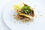 filet-de-saint-pierre-roti-sur-la-peau-gros-macaronis-farcis-aux-champignons-et-tete-de-moine-aop
