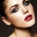 Maquillage yeux bleus cheveux bruns